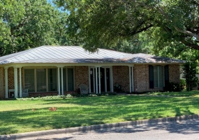 921 Maple, Uvalde, 78801, 4 Bedrooms Bedrooms, 9 Rooms Rooms,2 BathroomsBathrooms,Residential,For Sale,Maple,1,1105